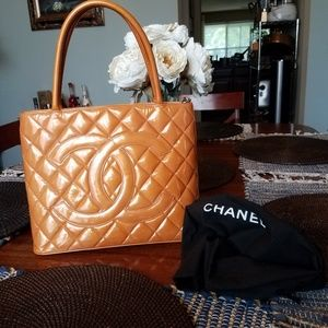 CHANEL Bags - Auth CHANEL Quilted Patent Leather CC Medallion